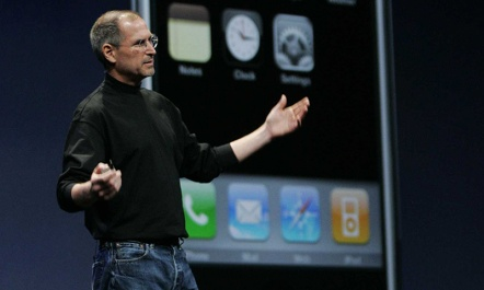 steve-jobs-introducing-iphone-00